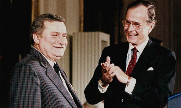 1990: Lech Walesa, ales preşedinte al Poloniei